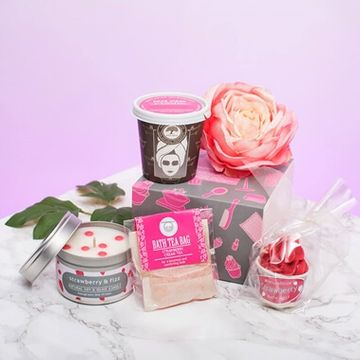 Birthday Gifts For Female Friends Prezzybox Com