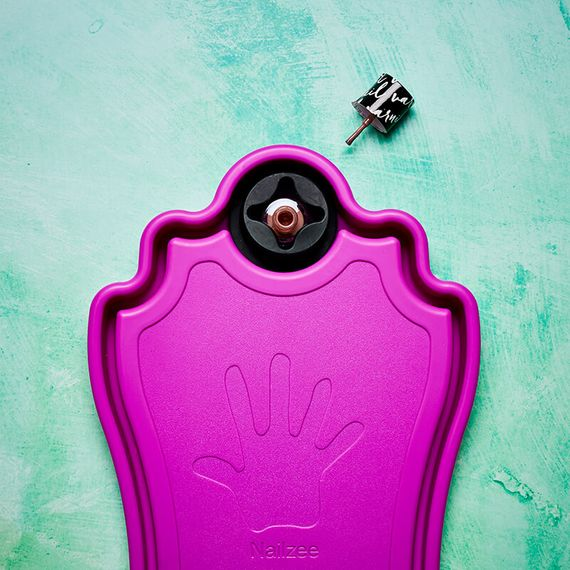 Nailzee - Manicure Hand Rest