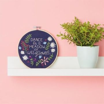 Simply Make Embroidery Kit - Wall Hanging