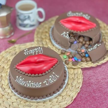Personalised Chocolate Smash Kiss Cake