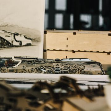 Build Your Own Dazzling Steamliner Locomotive